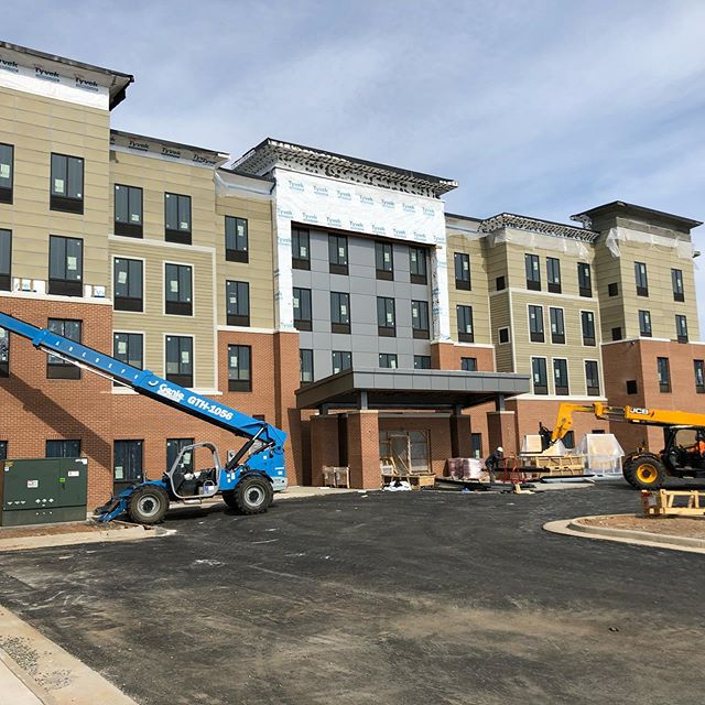 Entering the home stretch @staybridgesuites in #charlottesville  with MB Construction. Upper three floors just about complete, wrapping up the ground floor now.  Over 10,000 boards, no sweat!  #drywall #hospitality #hotelconstruction #fast #teamwork #nosweat