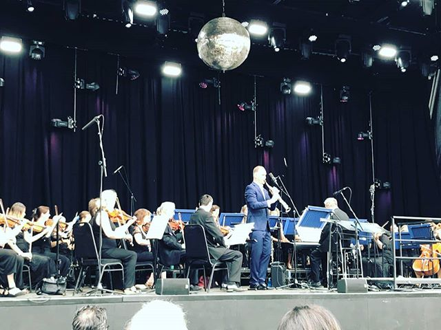 So lovely to perform at @henleyfestival today on the floating stage! Many thanks to #Henleysymphonyorchestra for the invite 😀😀 Enormous thanks also to stewart collins and Ian Brown Lovely to perform again in the town where I grew up ❤  Until next time!