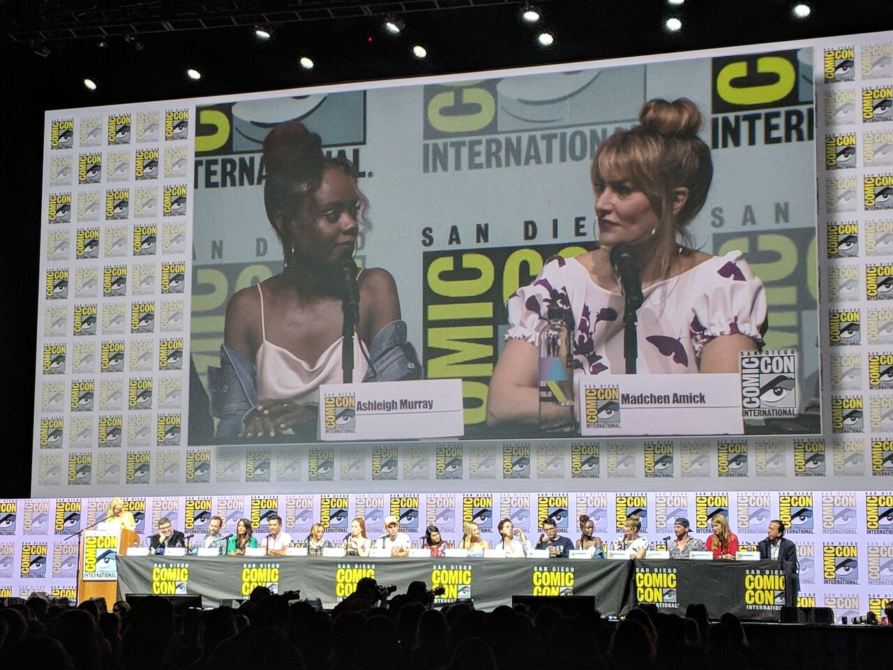 ASHLEIGH MURRAY and MÄDCHEN AMICK stars of  Riverdale .