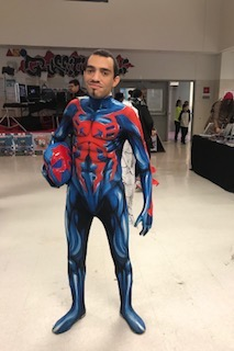 We ran into @latinnerdcosplayer, looking sharp in the SpiderVerse