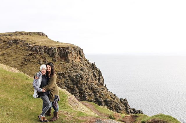 Fell in love ••• with Scotland ..... . . . . . #wanderer #wanderlust #motherdaughtertrip #adventure #adventureawaits #scotland #isleofskye #rabbiestours #charliestourwasamazing
