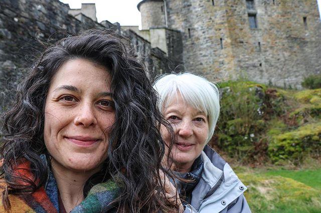 Castle and queens ✌🏼..... . . . . . #scotland #queens #adventure #wanderer #rabbiestours #wanderlust