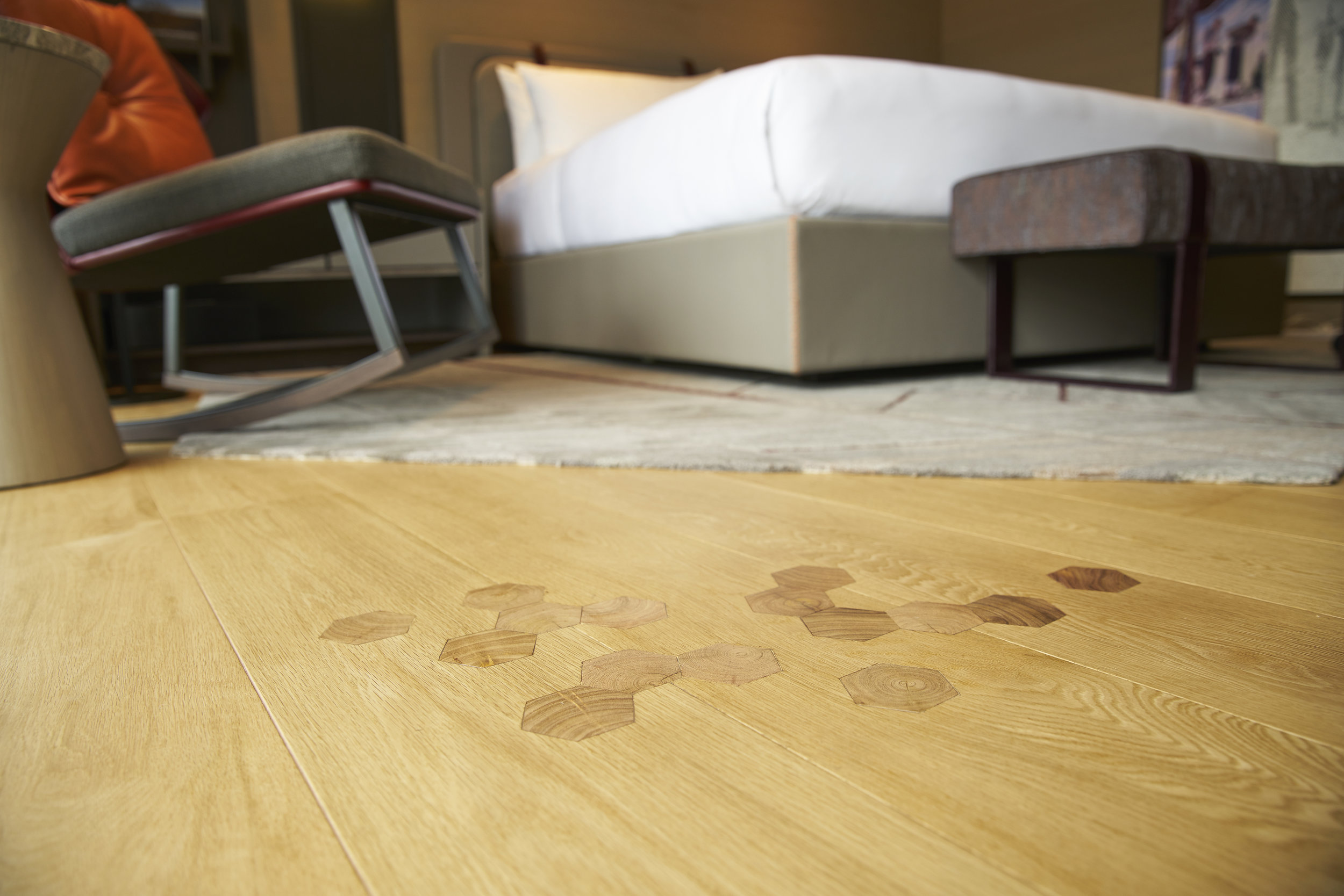 As a nod to the Swiss vernacular, a twist was added to the wood flooring – solid wooden inserts reminiscent of an actual Swiss lodge.