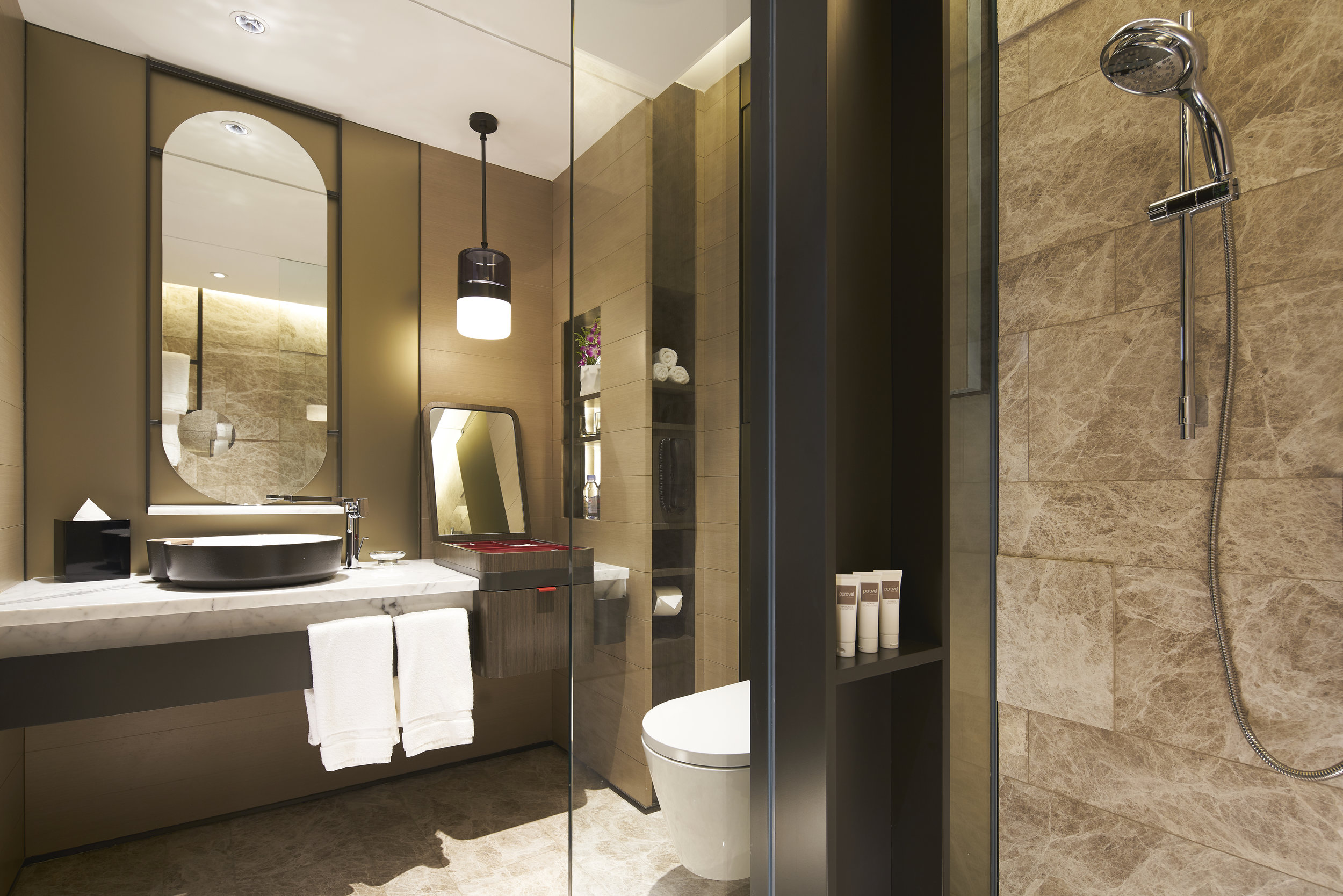 Swiss products were used where possible, such as the bath fixtures by Laufen.