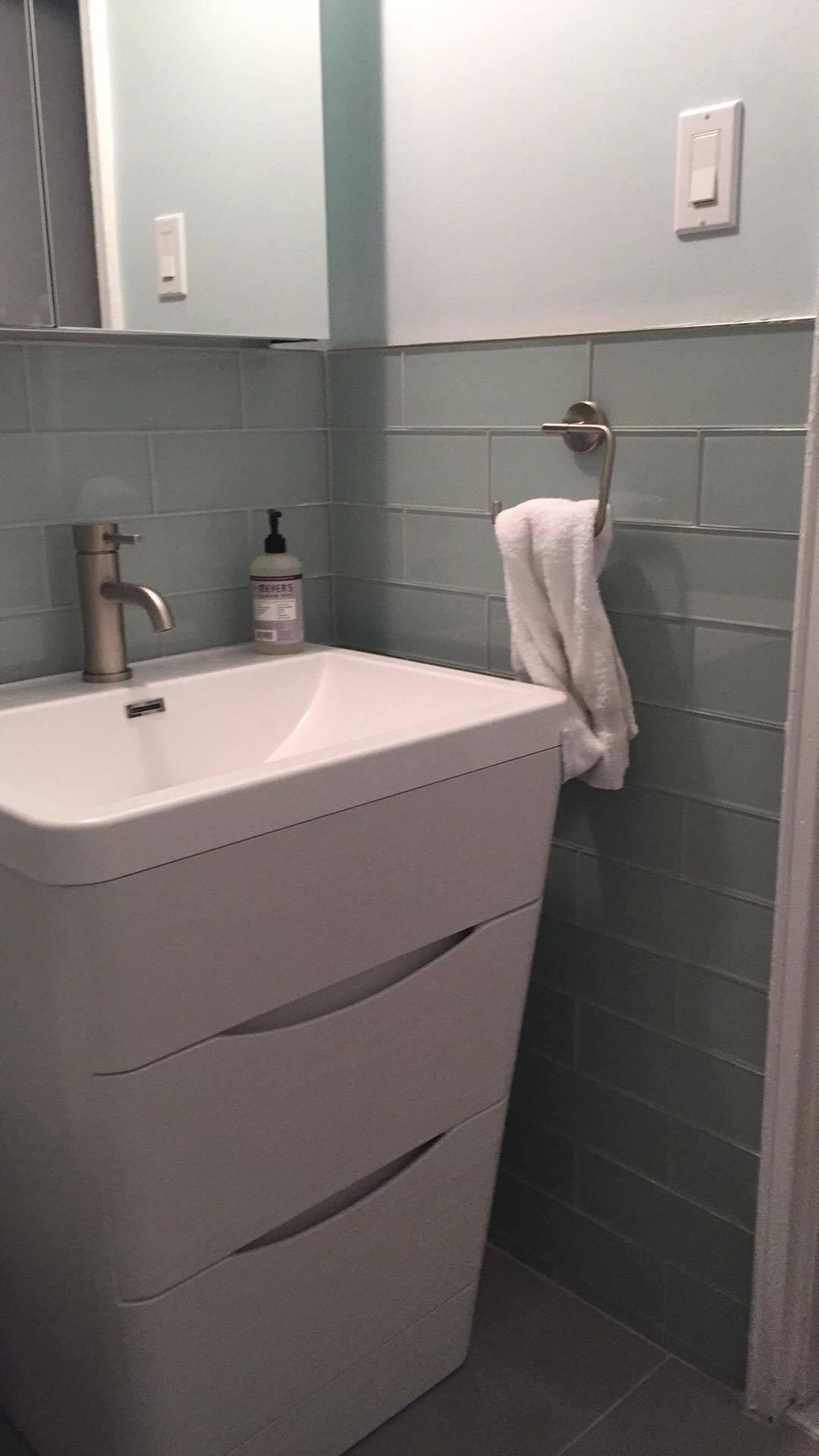 bathroom colleen after 1.jpg