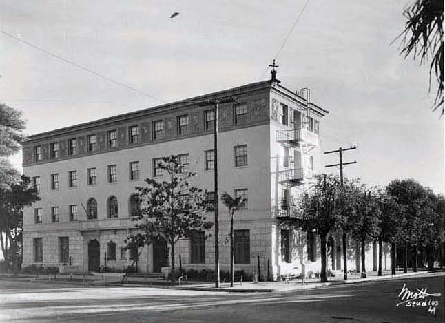 28th Street Apartments - 1949 YMCA - Mott Studios.jpg