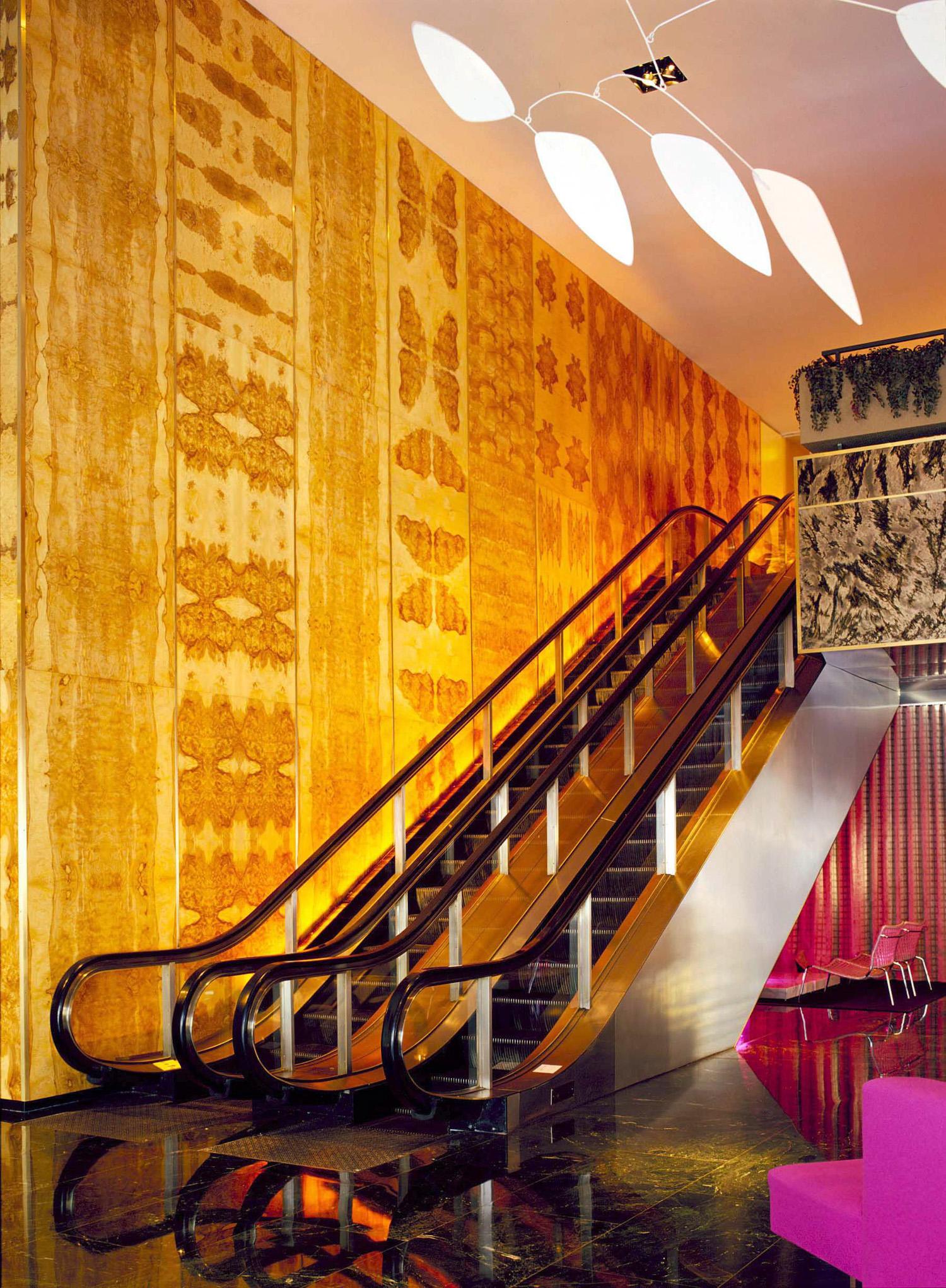 0014pc05a_escalator.jpg