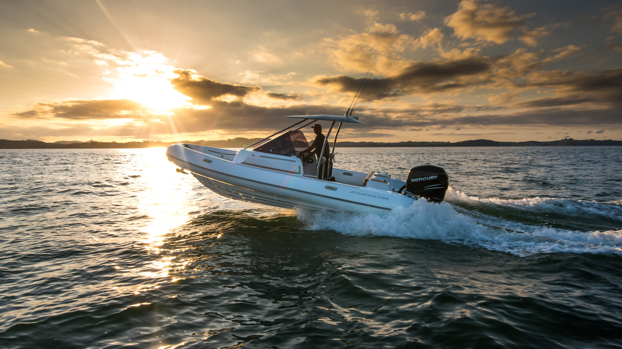 CUSTOM 700 DIVE - The JP RIBS Custom 700 Dive was created as a dive boat that is equal parts performance, comfort and function. Warm, dry and spacious areas provide protection from the elements, while extensive storage…