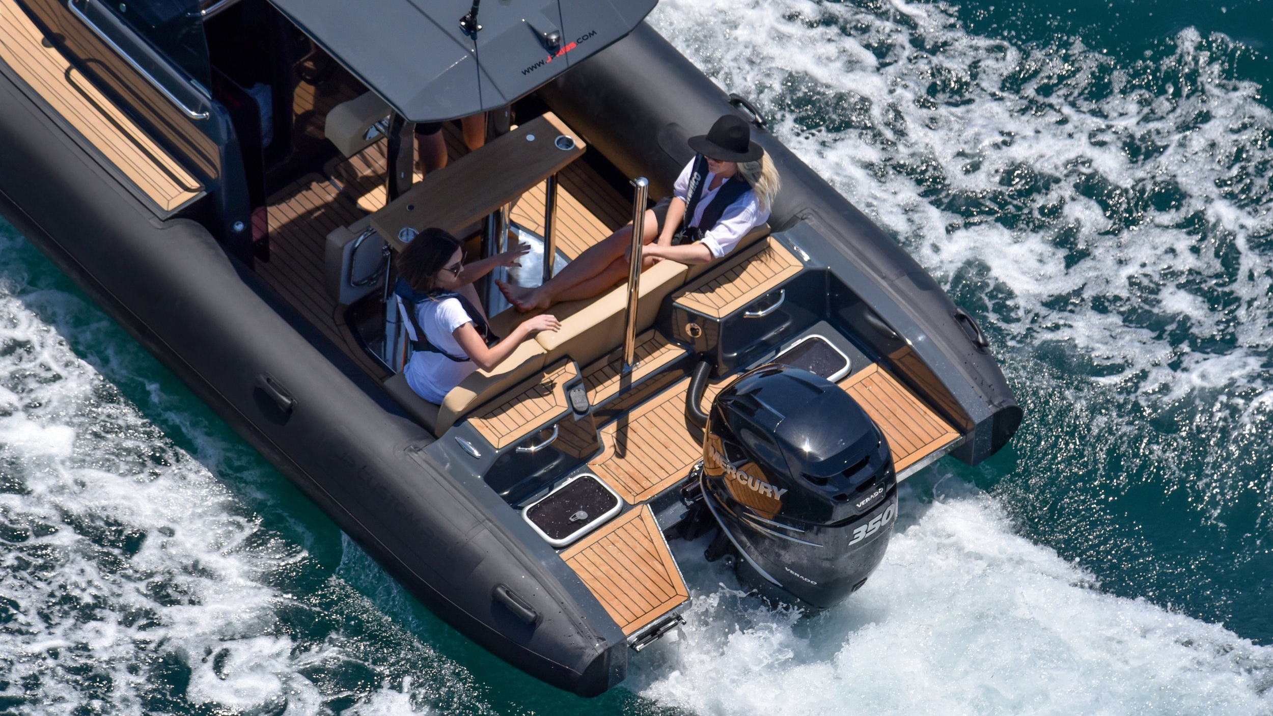 Custom 800 CABIN - Our Custom 800 Cabin was hand-crafted on the beaches of New Zealand's subtropical north and designed with the attitude to face any weather conditions. It's a luxury vessel that performs without compromise, able…
