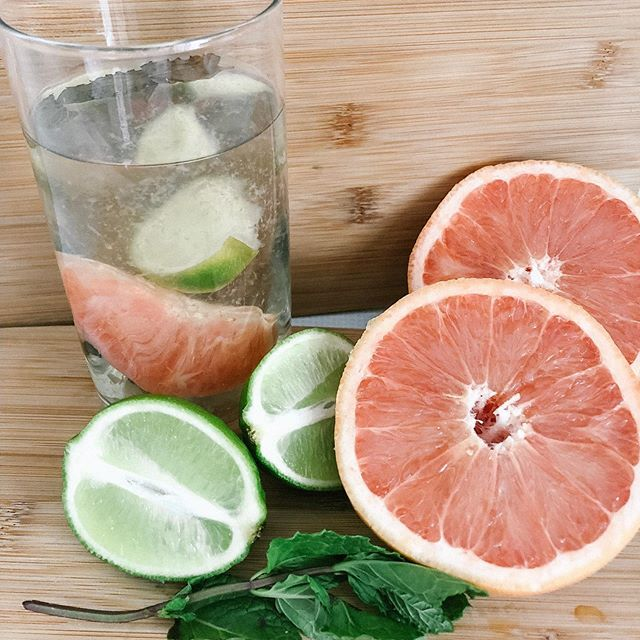 🍃Cleansing and Refreshing Summertime Drink🍃 • 2 litres of water • 6 mint leaves • 1 grapefruit • 1 lime • 1/2 cup apple cider vinegar  Some benefits include: •Improves digestive function •Naturally eliminates toxins from the body •Boosts the metabolism and aids in weight loss •Helps to reduce free radicals •Boosts the immune system •Balances blood sugar levels •Promotes healthy gut bacteria #rawholisticnutrition #rhn #naturalnutrition #csnn