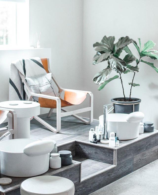 Saturday vibes at SALT; a mani pedi is never a bad idea going into a weekend . . @nails.by.Jillian @Lesa_atsalt @marissa.at.salt @meg_nailedit . Photography @ms.placed.design . .     #beauty #stylist #nailart #nailpolish #manicure #style #beautiful #instagood #design #interior #decor #interiorstyle #interiorinspo #nails #spa #massage #relax #nailsalon #salon #mani #minneapolis #mn #twincities #thatsdarling #mnbride #onlyinmn #exploremn #local #mnphotographer