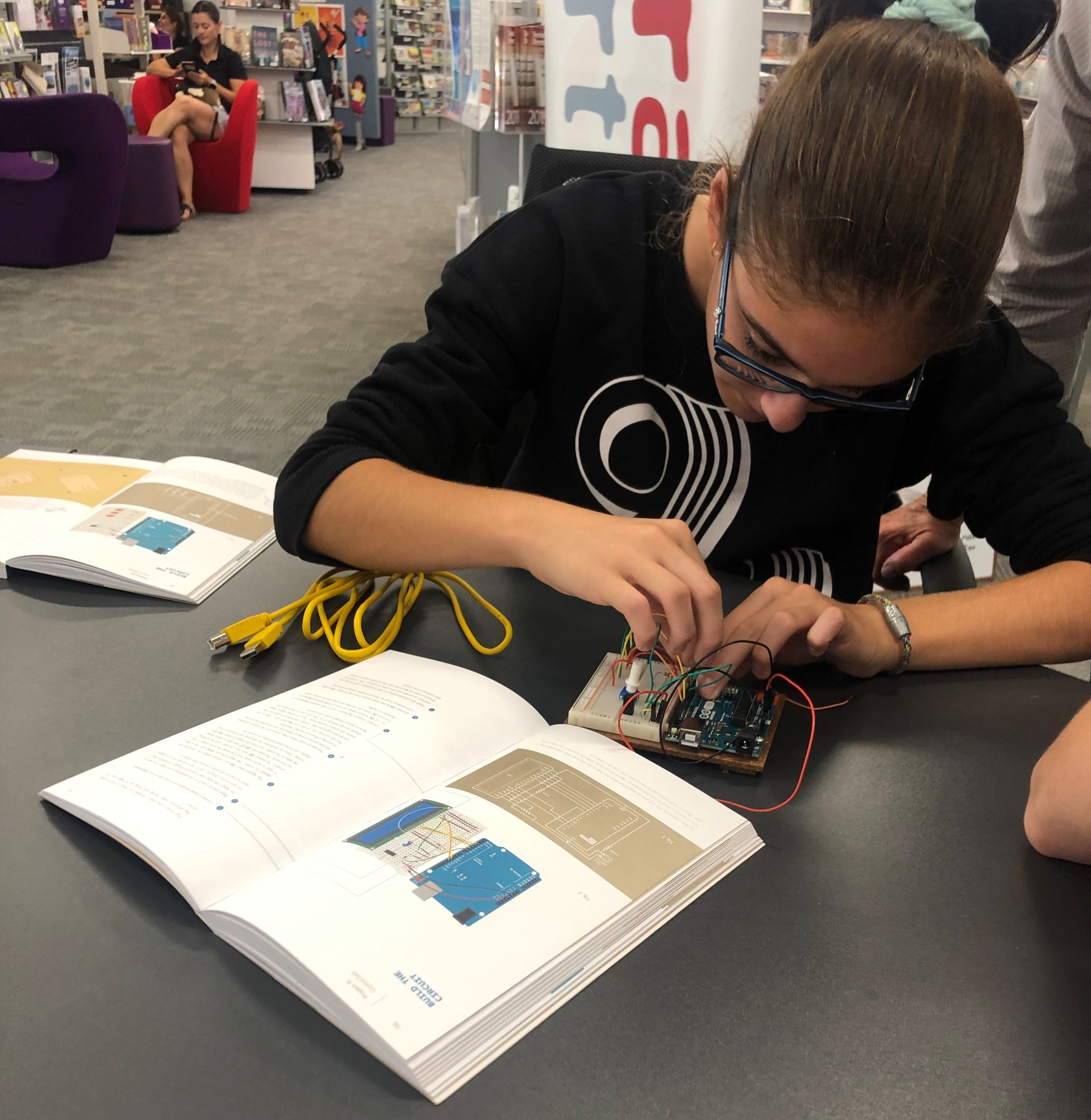 Nyngan Workshop - Working with the Arduino Kits the children looked at the basics of circuits and how to code functions. They also had an opportunity to play with our OZO Bots where they coded with colour.
