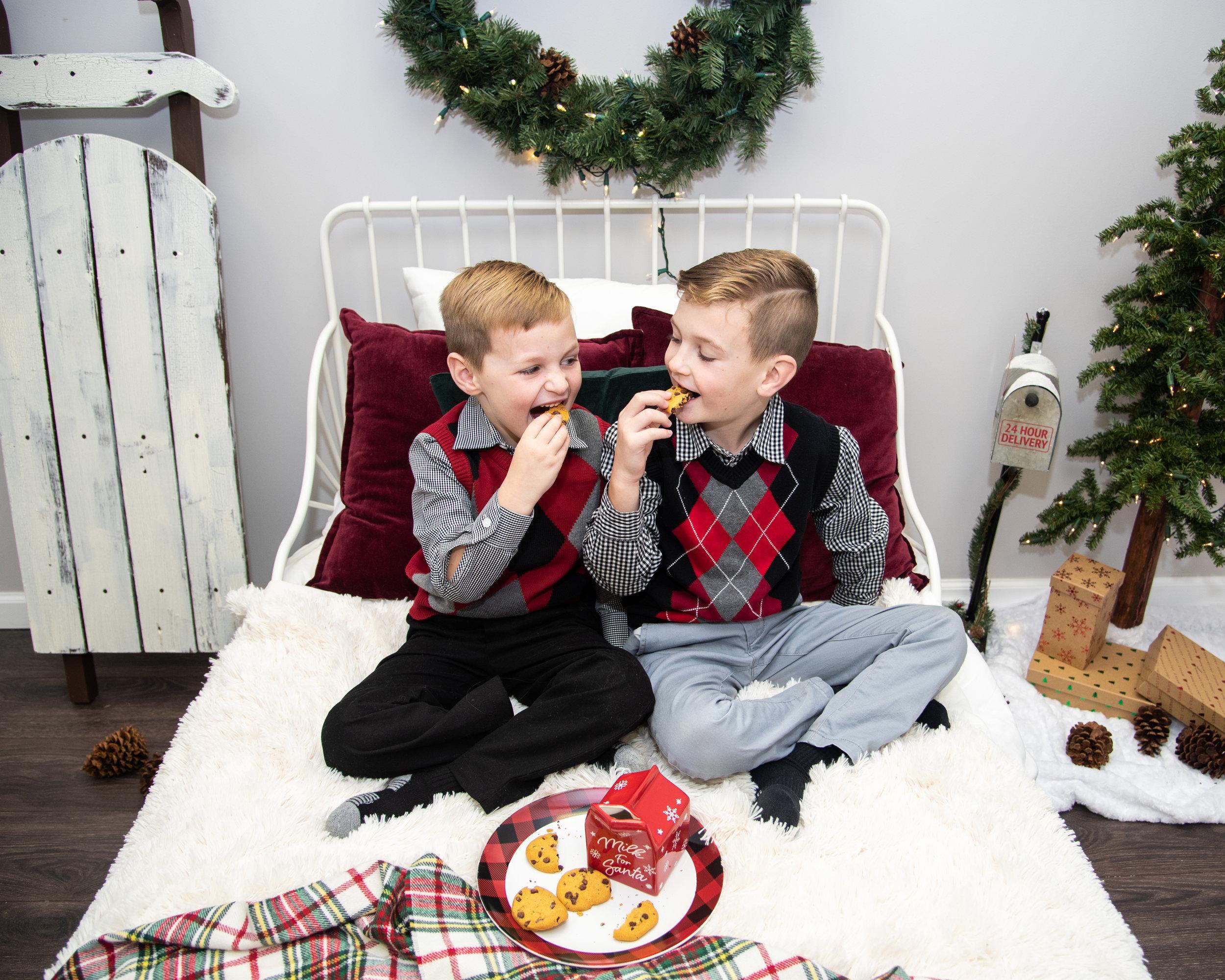 Kyla Jo Photography Muncie Indiana Christmas Minis in the Studio
