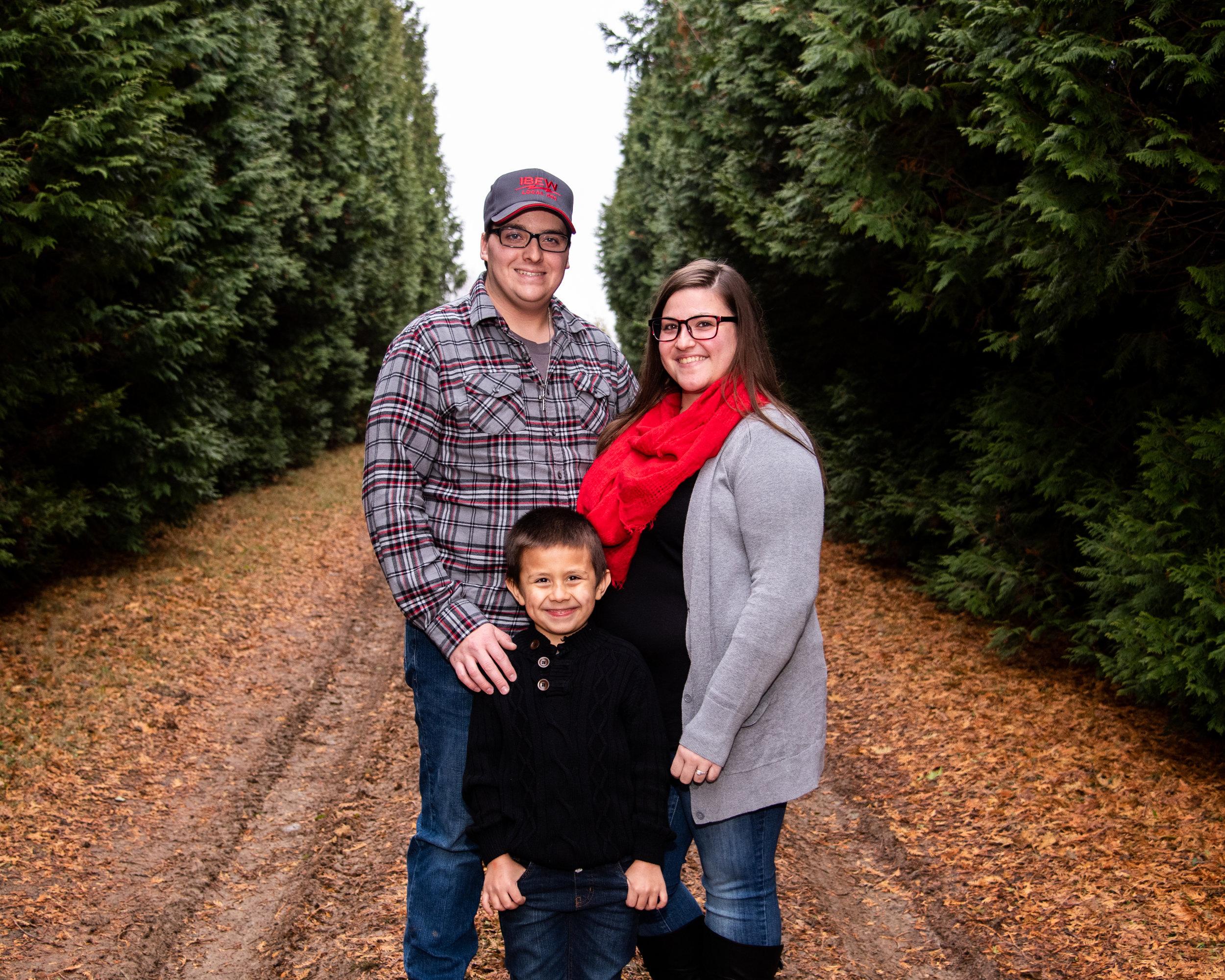 Kyla Jo Photography Muncie Indiana Photographer Family Photos Whitetail Tree Farm Christmas Family Session