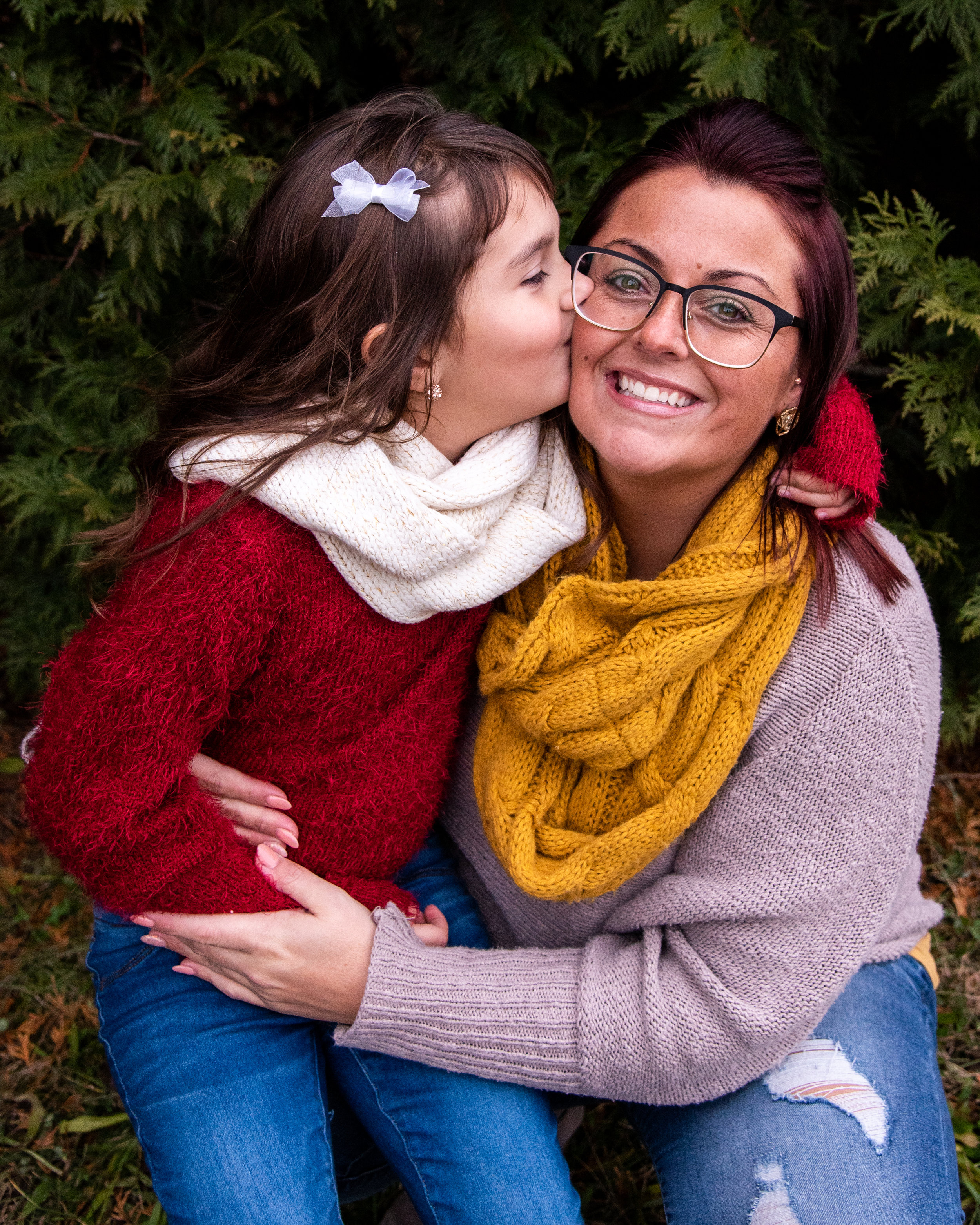Kyla Jo Photography // Muncie, Indiana // Family Photos // Christmas Photos // Mother and Daughter // Midwest Photographer // Muncie Indiana Photographer