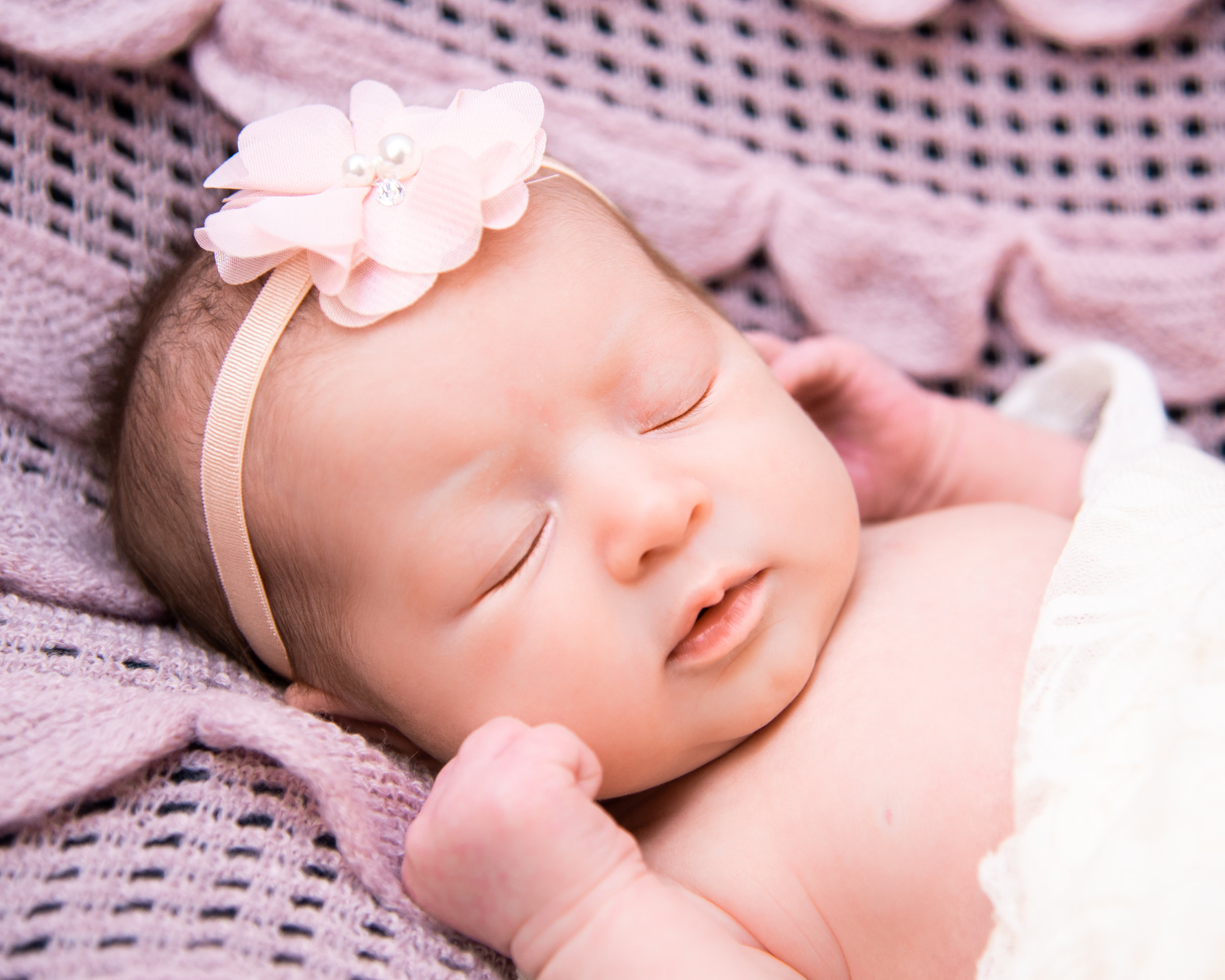Kyla Jo Photography // Muncie, Indiana // Newborn Photos // Newborn Session // Muncie indiana newborn session // Newborn photographer muncie indiana // indiana newborn photographer // Midwest Newborn Photos // Muncie Indiana Studio Photography