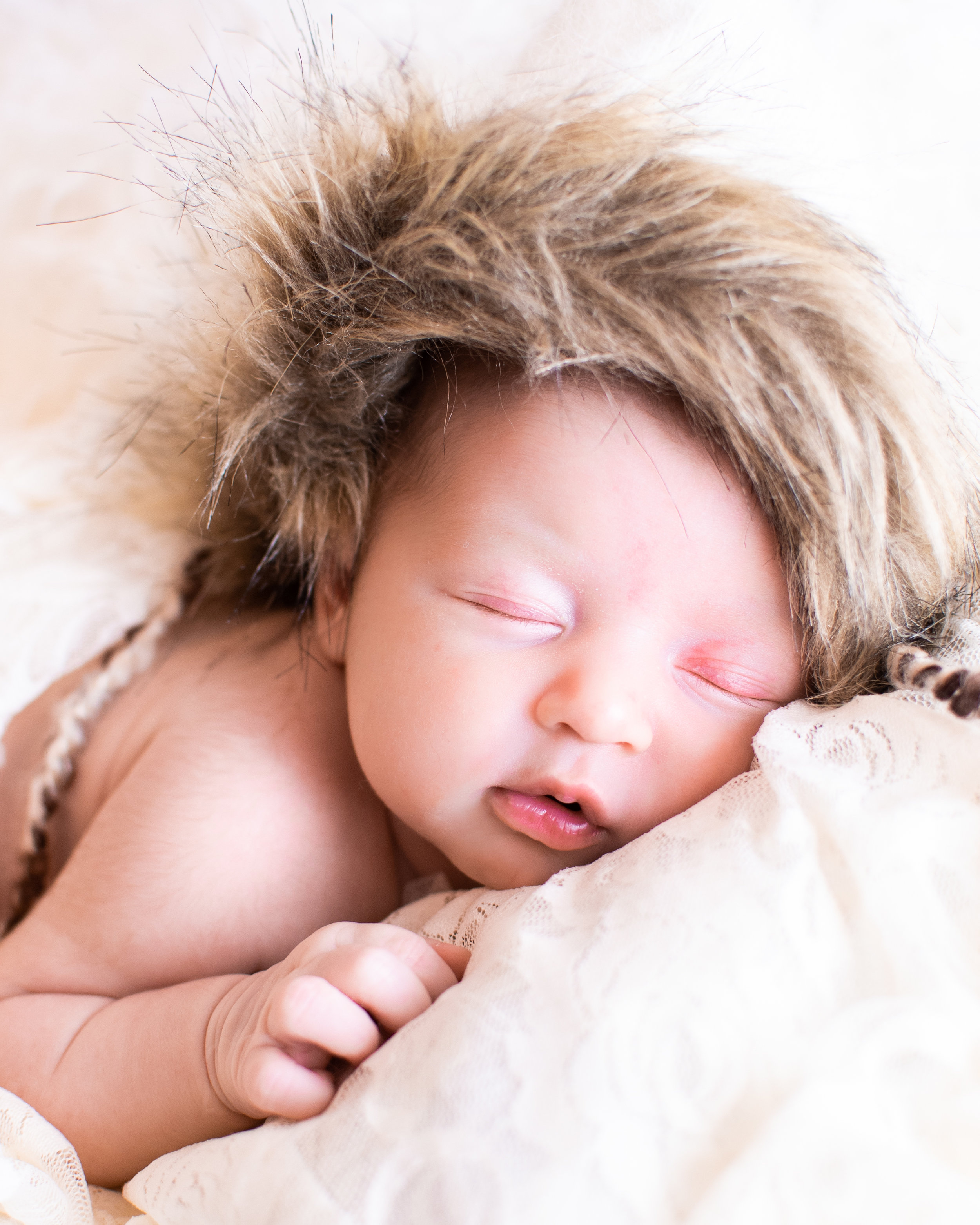 Kyla Jo Photography // Muncie, Indiana // Newborn Photos // Newborn Session // Muncie indiana newborn session // Newborn photographer muncie indiana // indiana newborn photographer // Eskimo Hat Newborn Photos