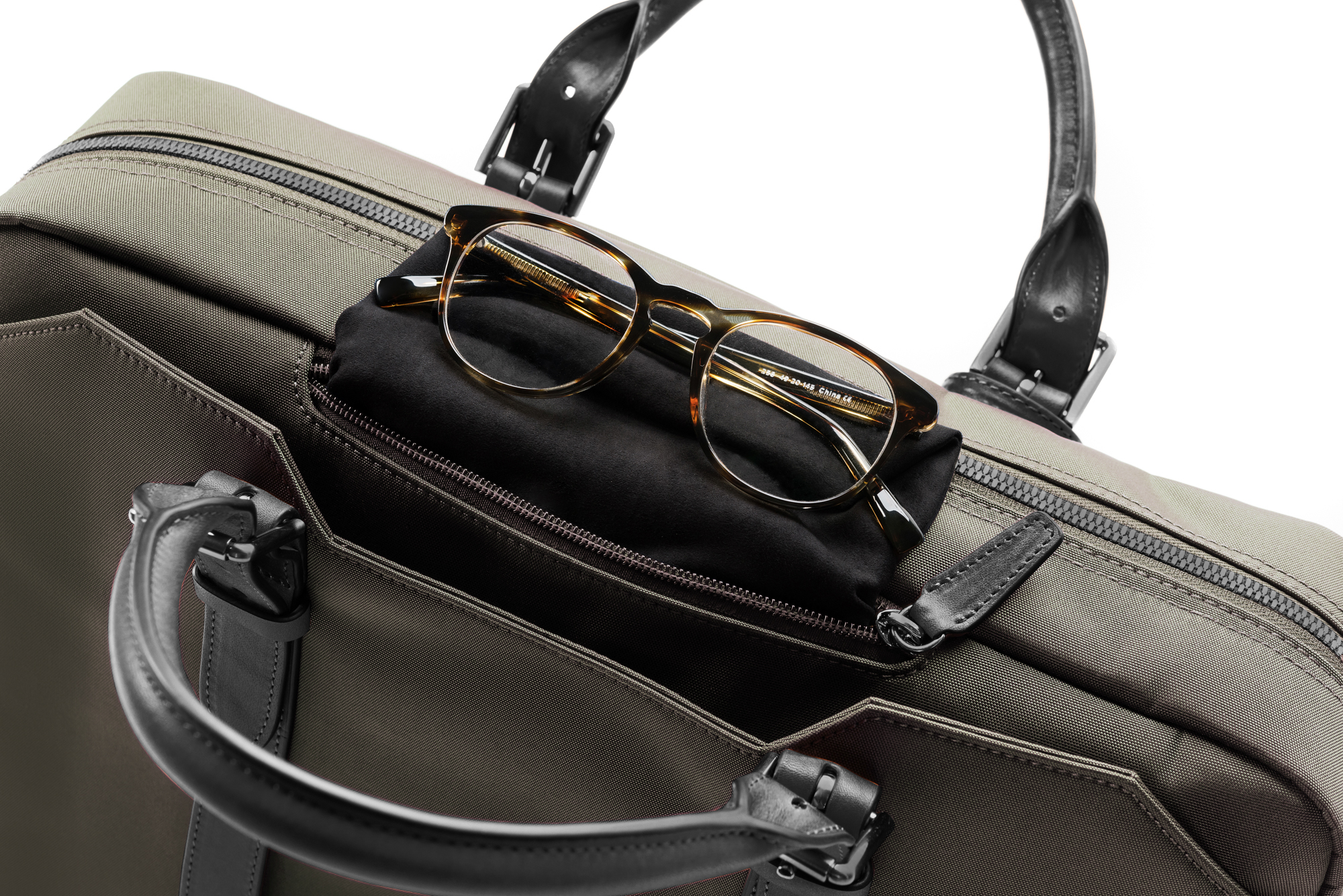 Stuart & Lau _ Cary Briefcase _ Men's Olive and Black Waterproof Travel Briefcase with Glasses Pocket _ 2000px.JPG