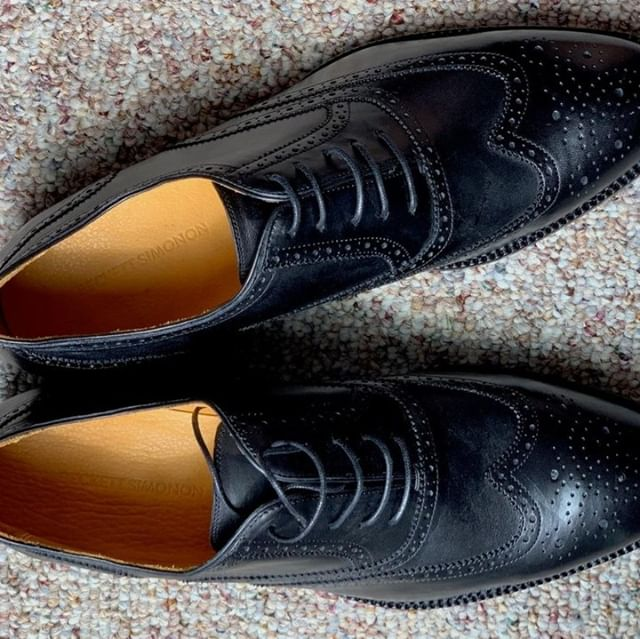A classic pair of black oxfords. A must-have shoe in any man's collection. This pair is from Beckett Simonon and we like it a whole lot. Read our full review at ThePeakLapel.com⁠