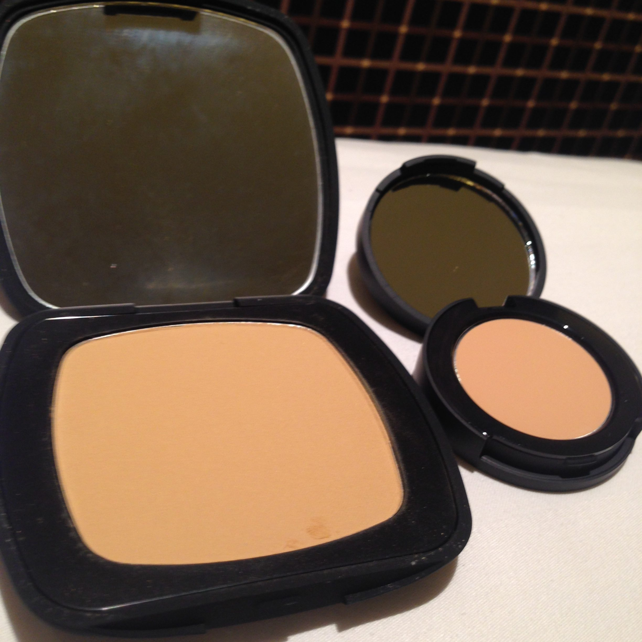 it's a match! bareMinerals READY in R230 and bareMinerals concealer in Light 2