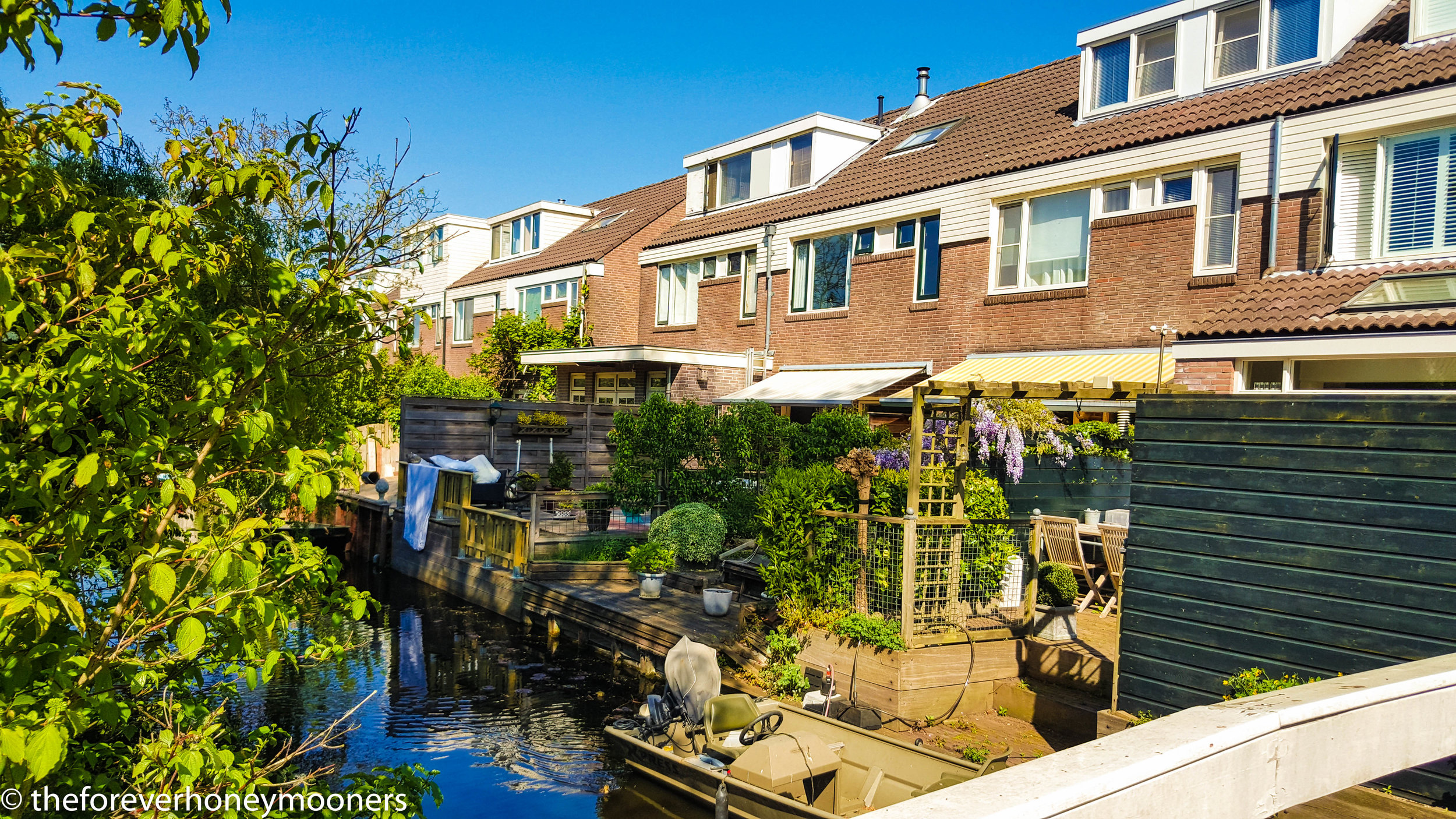 Brocante living.  Living by a canal :)