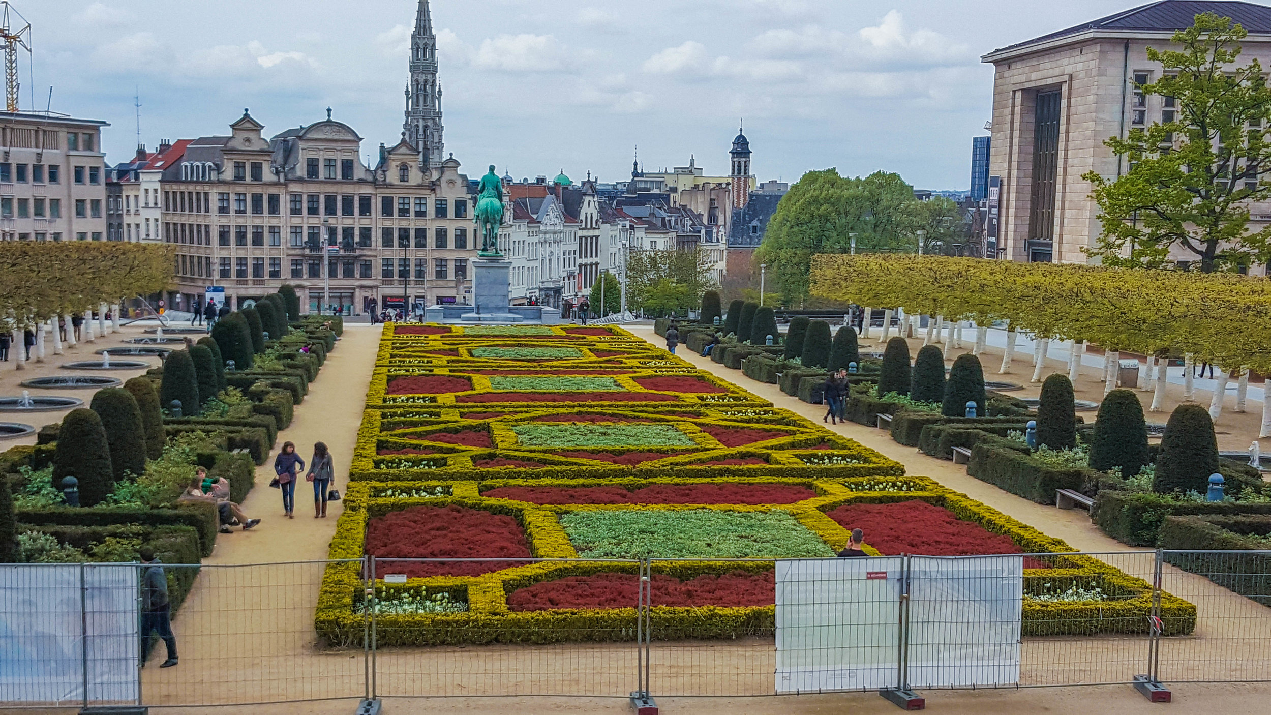 Mont des Arts - Kuntsberg with a nice view of the city center and the back of King Albert's I's statue
