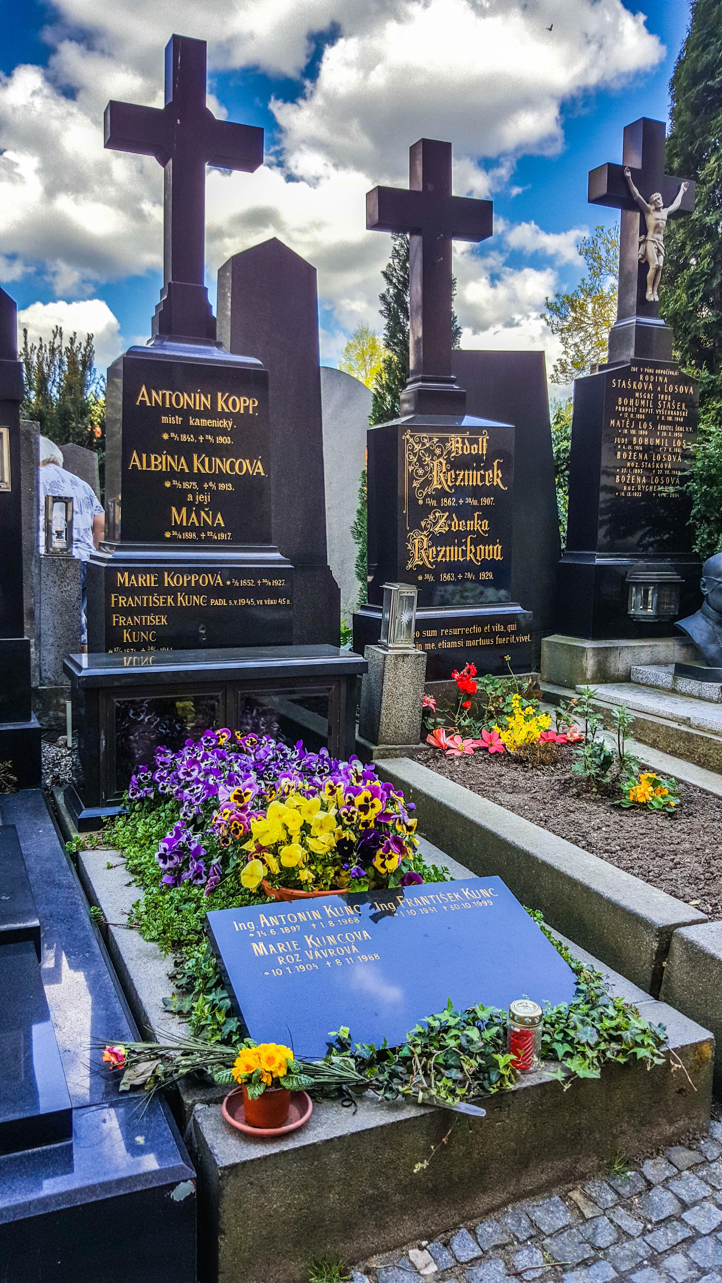 Pretty grave