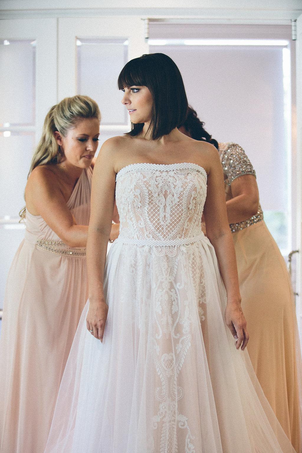 ROBYN - Wedding Dress by Janita Toerien - Photo by Shanna Jones