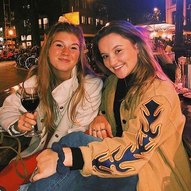 ✰ Beauty @rosasteenbeek draagt hier onze oversized Iris jacket 🔥🔥 ✰
