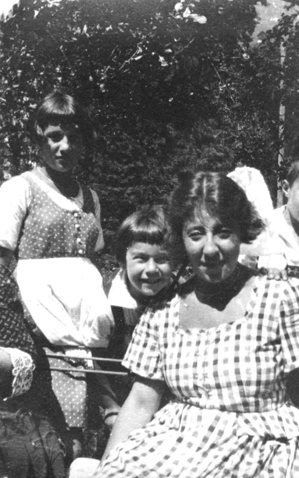 Stefanie Kastner mit Gladys und Kurt im Sommer 1922  zur Verfügung gestellt von Familie Dittrich