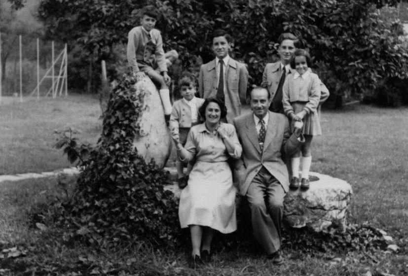 Gladys und Kurt Dittrich Anfang der 1950er-Jahre mit ihren fünf Kindern im Garten.  Foto um 1950 zur Verfügung gestellt von Familie Dittrich