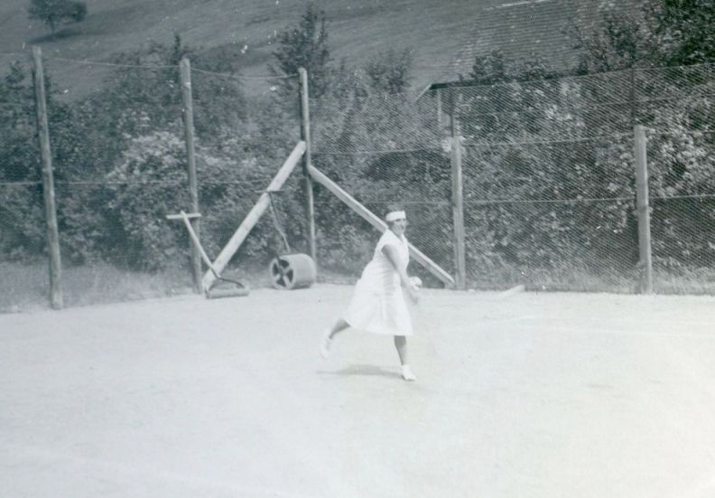 Stefanie Kastner auf dem Tennisplatz  Foto um 1930 zur Verfügung gestellt von Familie Dittrich