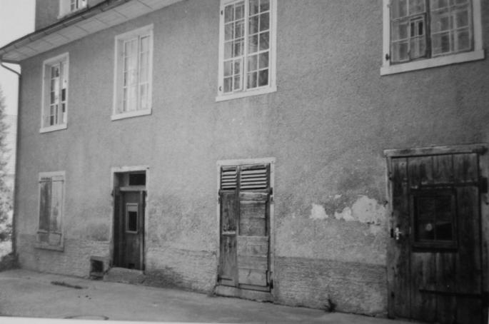 Das Kosthaus Nr. 3 von der Rückseite (bergseitig) aus.  Foto um 1970 Gemeindearchiv Thüringen