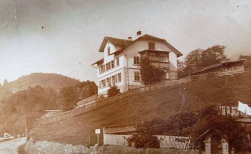 Das Wohnhaus an der Faschinastraße kam erst später zum Fabriksbesitz und diente stets Angestellten als Wohnhaus.  Foto o.J. zur Verfügung gestellt von Familie Dittrich
