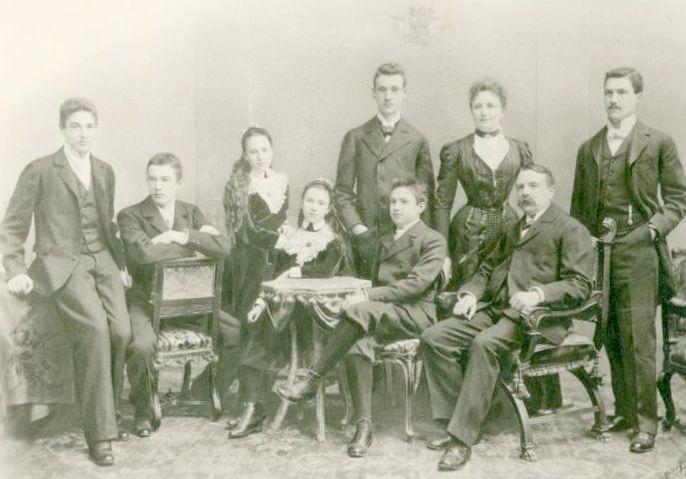 Rudolf Kastner mit seinen Eltern und Geschwistern. v.l.n.r. Albert, Paul, Nelly, Laura, Franz, Rudolf, Julie, Carl und Richard  Foto 1897 zur Verfügung gestellt von Familie Dittrich