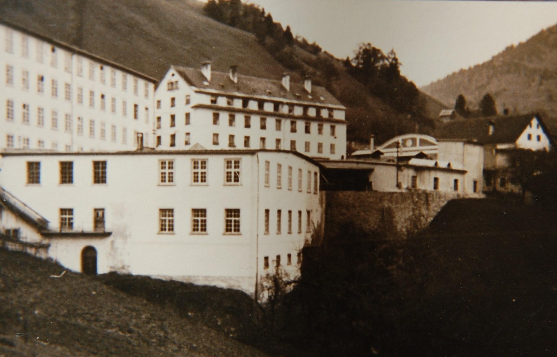 Die Fabriksanlage kurz nach dem Umbau des Fabrikshofs 1922  Foto um 1922 Gemeindearchiv Thüringen