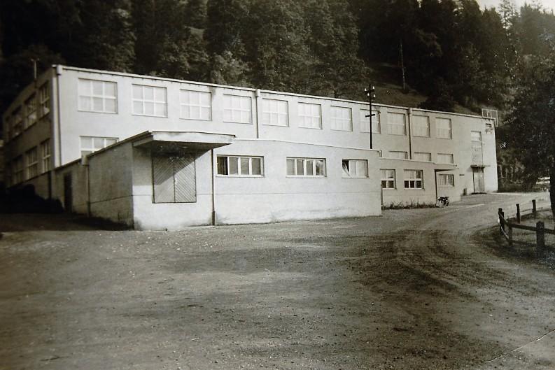 Die 1934 errichtete Neue Weberei direkt an der Faschinastraße steht heute noch und war der einzige Neubau der Ära Rudolf Kastner.  Foto um 1935 zur Verfügung gestellt von Familie Dittrich