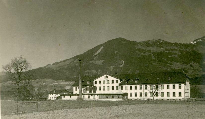 Die Weberei Frommengärsch in Schlins wurde mehrere Jahre lang gemeinsam mit einem Wiener Geschäftspartner (Kurt Sonnenschein) gepachtet. Foto um 1920  zur Verfügung gestellt von Familie Dittrich