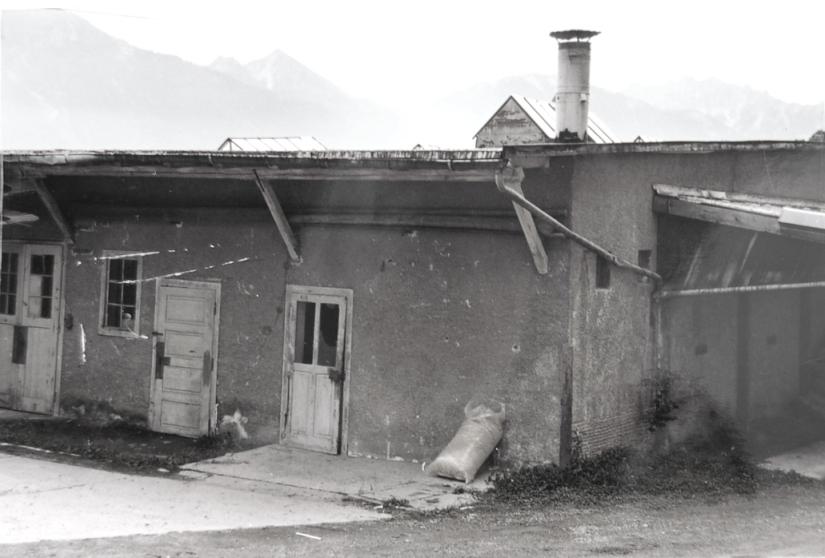 Die Kistenmacherei im Fabrikshof kurz vor dem Abriss  Foto 1990er-Jahre Gemeindearchiv Thüringen