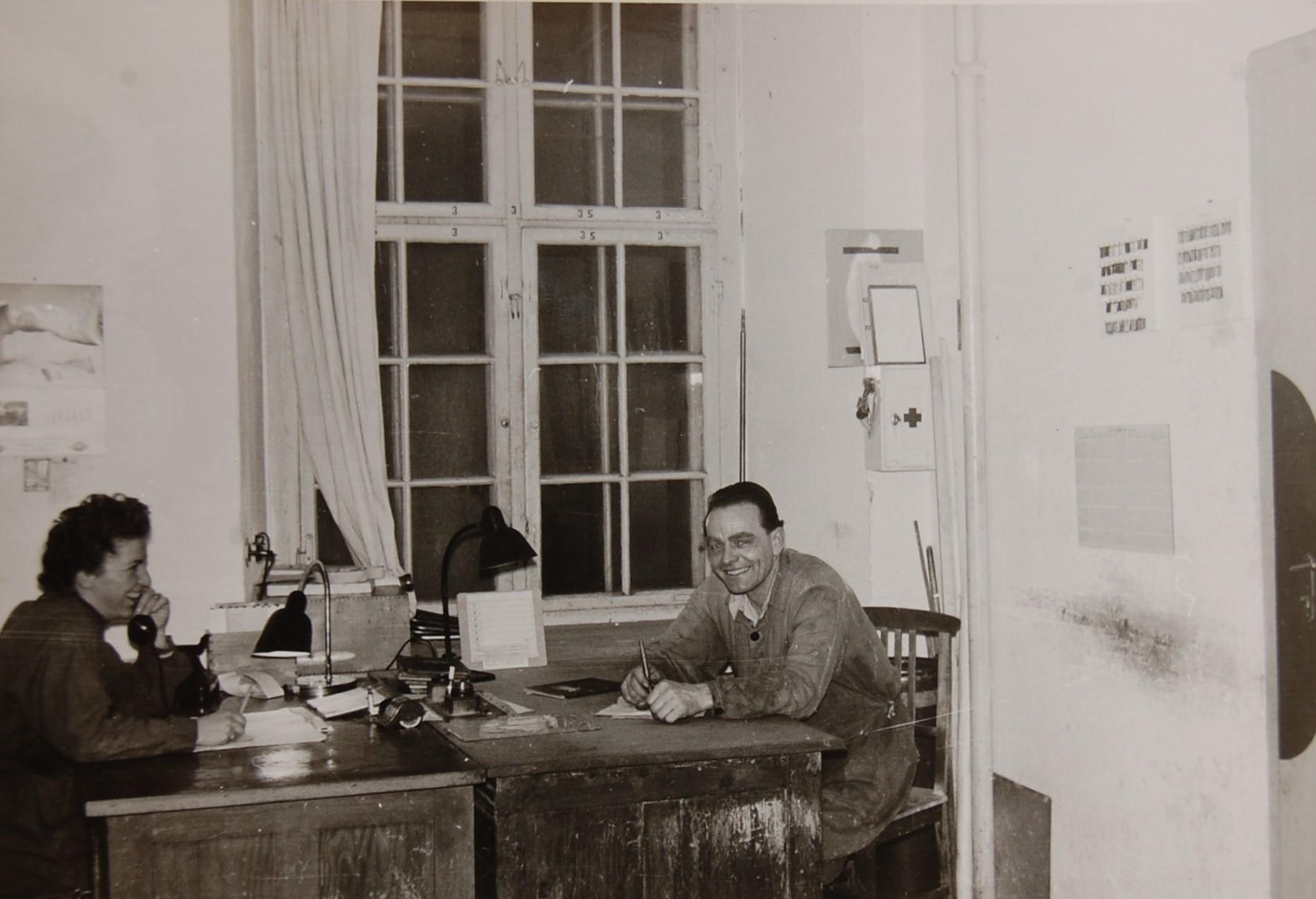 Im Betriebsbüro, Anni Gritzner und Konrad Feurstein  Foto 1950er-Jahre zur Verfügung gestellt von Anni Gritzner