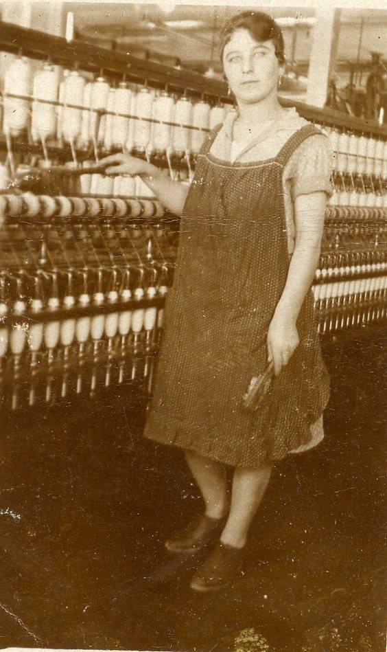 Theresia Marcellina Bailoni kam als junge Frau 1924 aus dem Trentino nach Thüringen. Sie arbeitete ihr ganzes Berufsleben lang in der Fabrik, auch in Kriegszeiten, als der deutsche Rüstungsbetrieb Elektron in der Fabrik untergebracht war.  Foto um 1930 zur Verfügung gestellt von Engelbert Bailoni