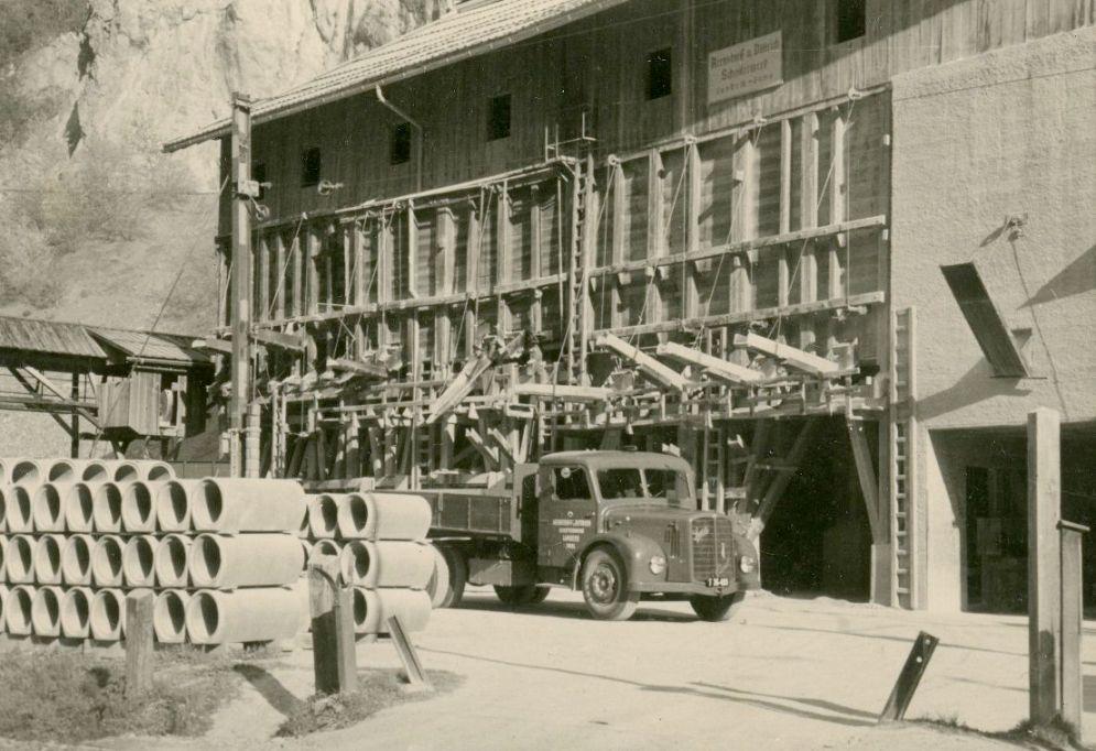 Der Steinbruch ging 1938 offiziell in den Besitz von Josef Dittrich und Rudolf Kastners Schwager Arenstorff über, damit er vor Enteignung geschützt bliebe. Nach 1945 übernahm Rudolf Kastner aber wieder Anteile des Unternehmens.  Foto um 1946   zur Verfügung gestellt von Familie Dittrich