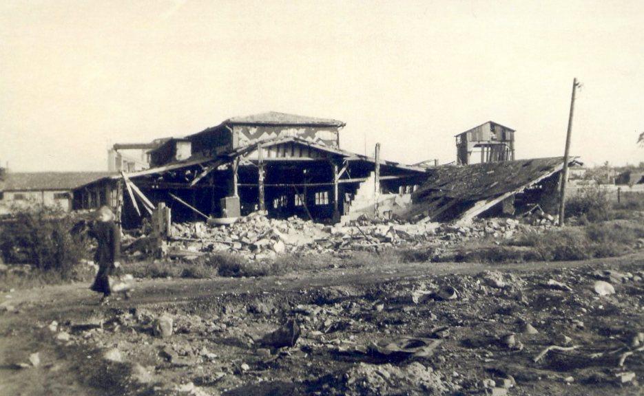 Die zerbomten Siemens-Halske-Hallen am Laaerberg, wie sie von Kurt Kastner 1947 erworben wurden.  Foto ca. 1946 zur Verfügung gestellt von Georg Kastner