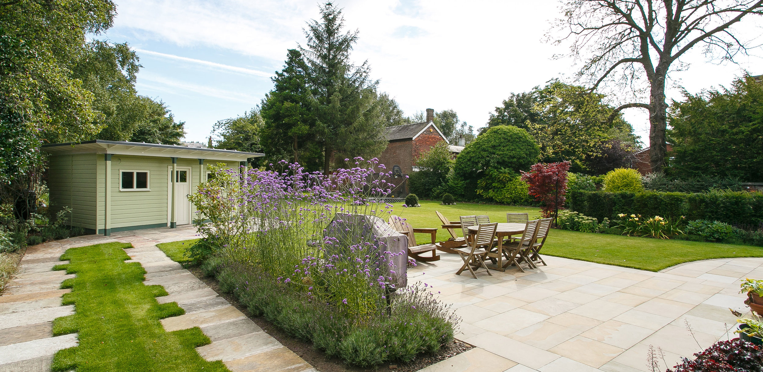 GARDENS - Country Estates  |  Traditional  |  Contemporary  |  Roof Gardens  |  Garden Elements  |   Lighting
