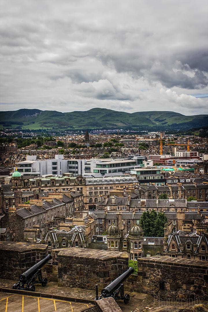 Edinburgh Walking Photo Tour Castle Gun View
