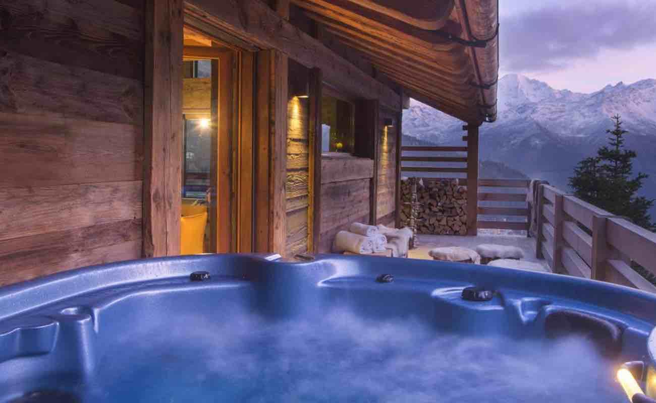 Hot tub outside.jpeg