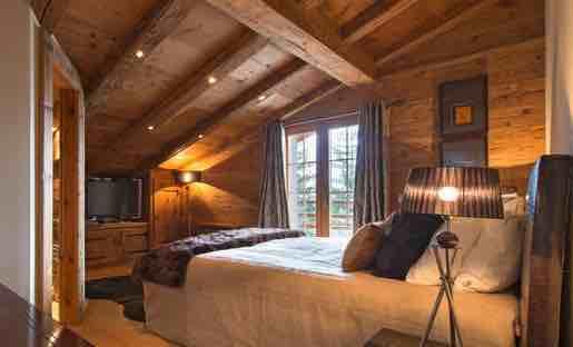 Upstairs ensuite bedroom.jpeg