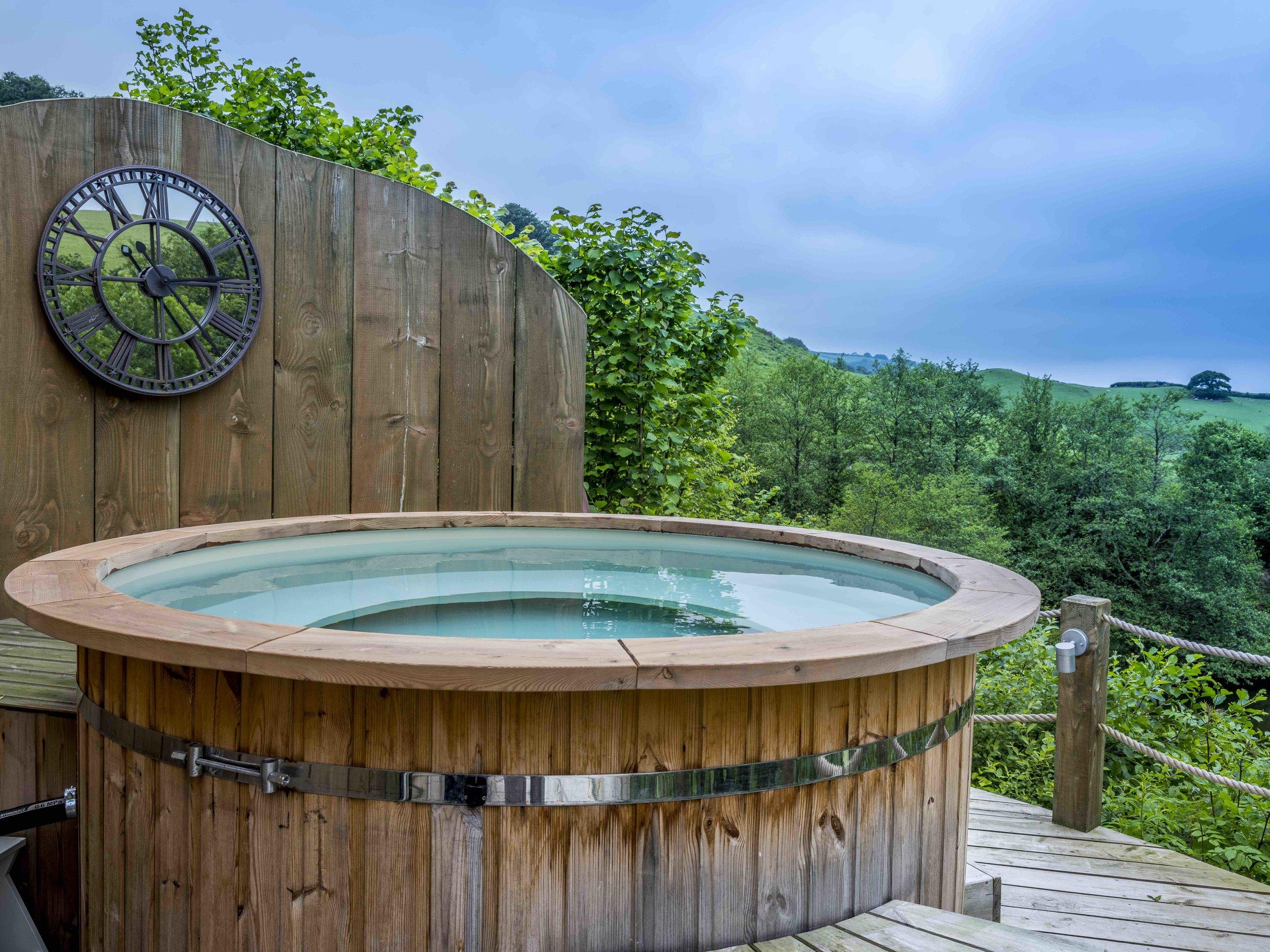 14.Hot tub main photo.jpg