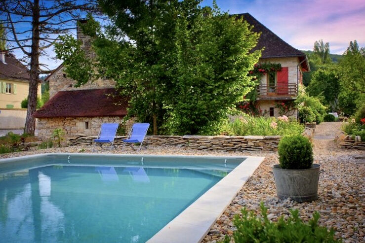 the-hungry-cyclist-lodge-pool-in-the-evening.jpg