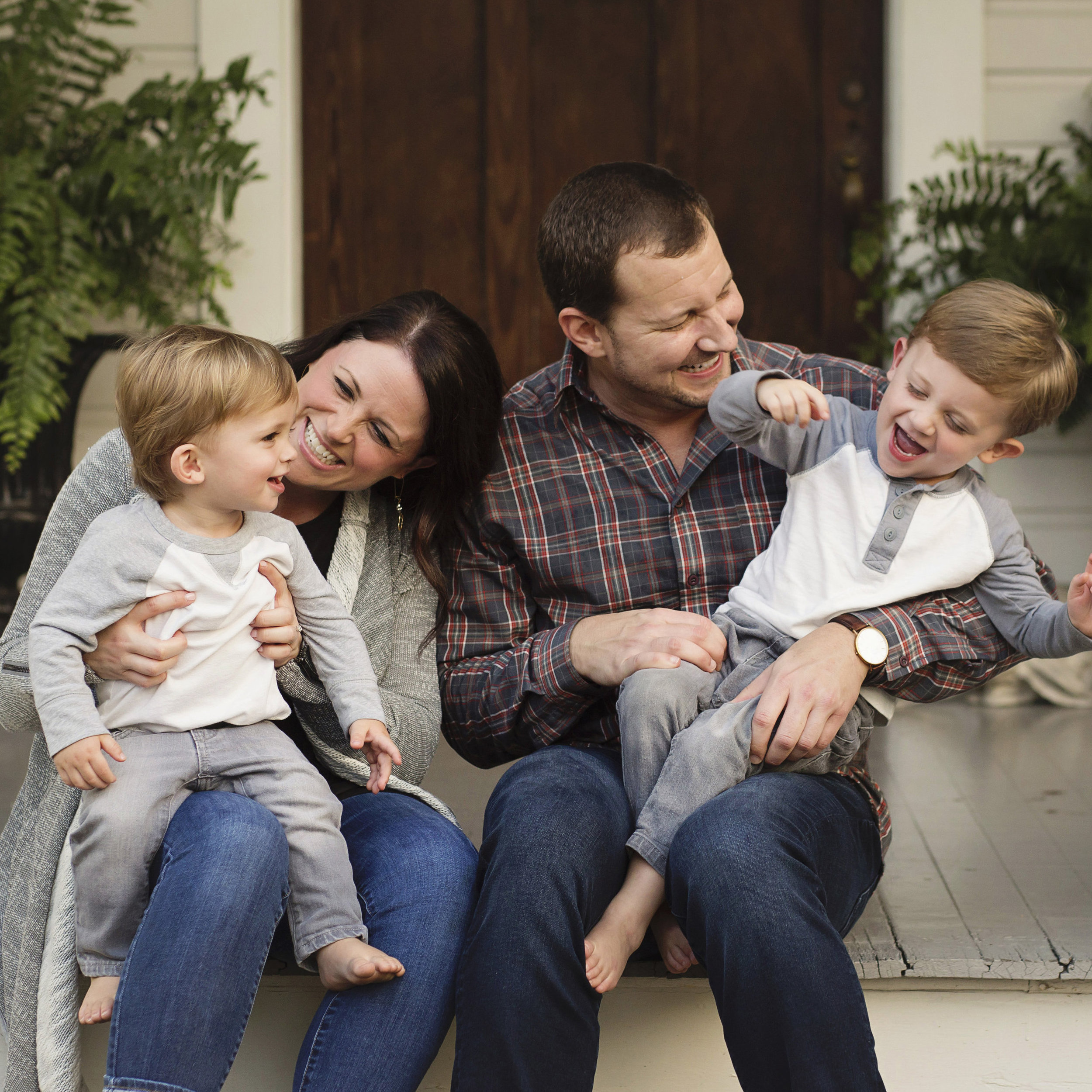 This session is great for larger families and those are are not only looking for Christmas card pictures, but are taking advantage of a family session with Suzanne at a discounted price!